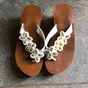 Shoes - Tan & white sandal wedges